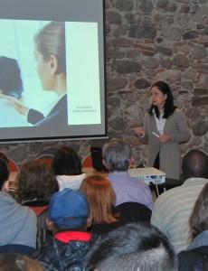 Teresa Baró impartiendo un curso